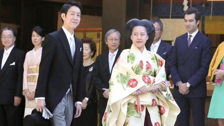 الأميرة اليابانية أياكو تتزوج من خطيبها.. وتتخلى عن لقبها الملكي