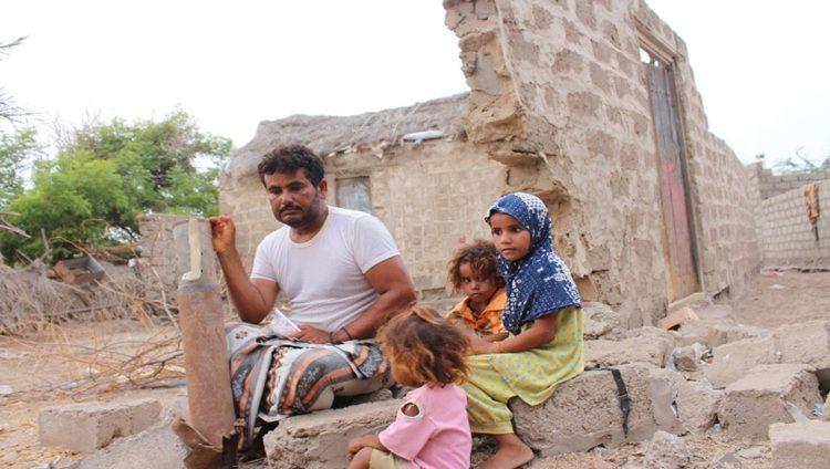عائلة يمنية فقدت ابنها وبيتها بمقذوفات الحوثيين