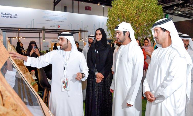 مكتوم بن محمد يطلع على جهود دوائر دبي نحو التحول الذكي