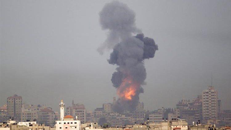 """إسرائيل تقصف 20 موقعاً لـ""""حماس"""" وتحملها مسؤولية إطلاق الصواريخ"""