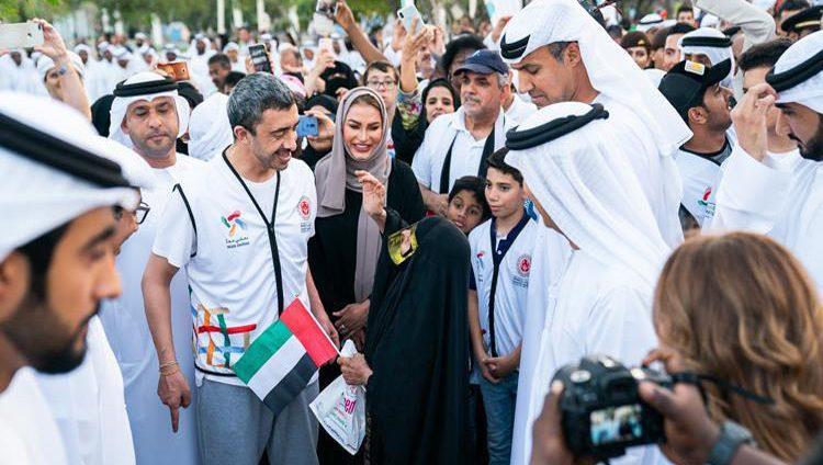 عبدالله بن زايد يقود مسيرة التسامح بحديقة أم الإمارات في أبوظبي