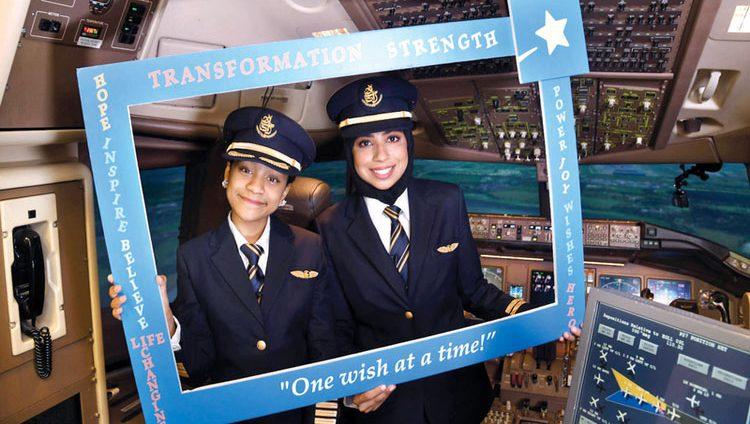 كابتن فاطمة تقود «بوينغ 777» من دبي إلى هيثرو «افتراضياً»