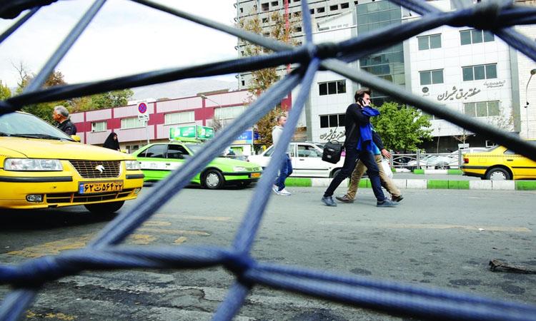 العقوبات تهزّ إيران ورعب من انفجار الشارع