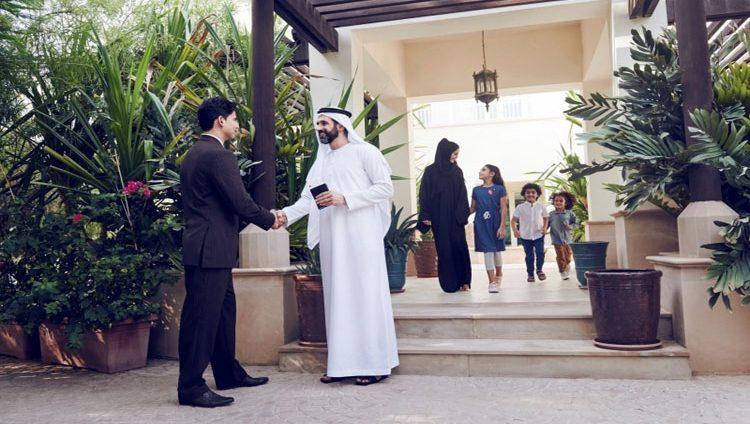 بدلاً من الوقوف في طوابير طويلة.. «الإمارات» تُسهل السفر من المنزل
