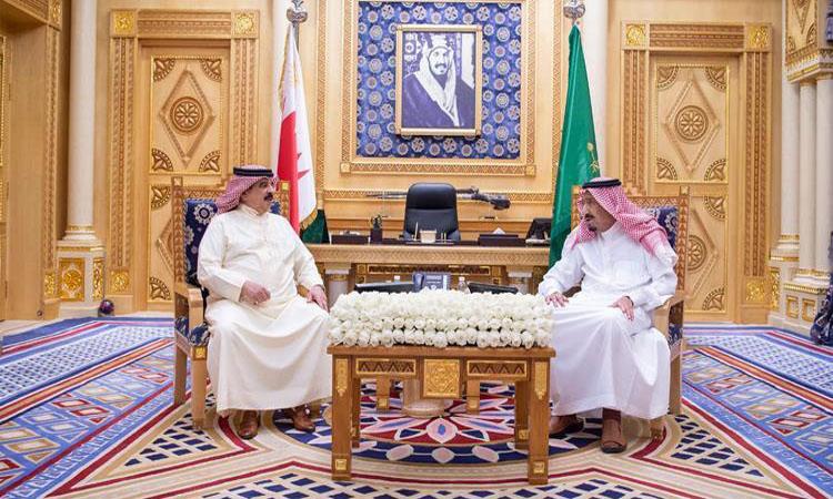 خادم الحرمين وملك البحرين يبحثان مستجدات الأحداث في المنطقة