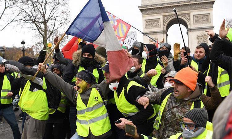 """محتجو """"السترات الصفراء"""" ينزلون إلى الشوارع وقوات الأمن تستعد"""