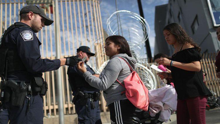 محكمة أميركية تقف مع طالبي اللجوء في وجه سياسة ترامب