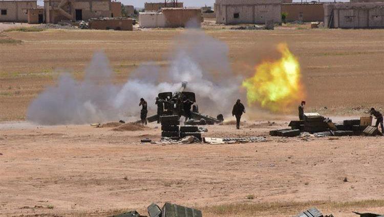 """قتلى في اشتباكات عنيفة بين قوات النظام و""""داعش"""" في البادية السورية"""