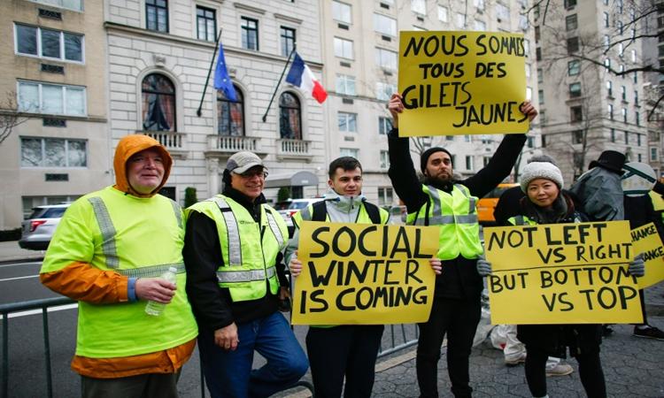 الحكومة الفرنسية تحاصر «السترات الصفراء»