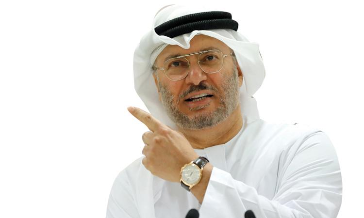 قرقاش: التزييف علامة قطرية بامتياز