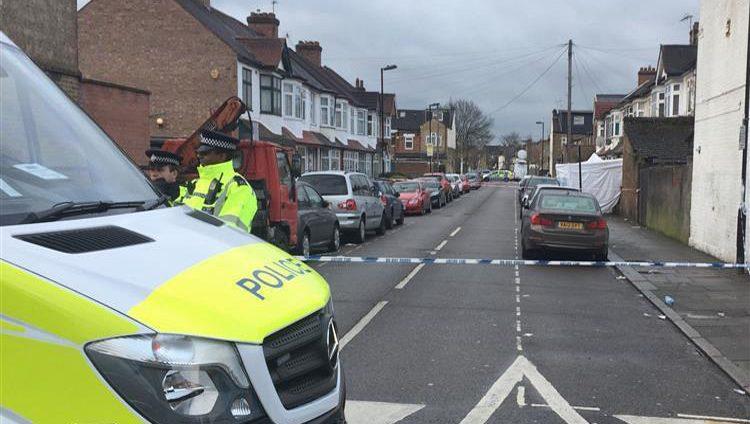 بريطانيا تعتبر العنف وباءً معدياً وتسعى لمنع تفشيه