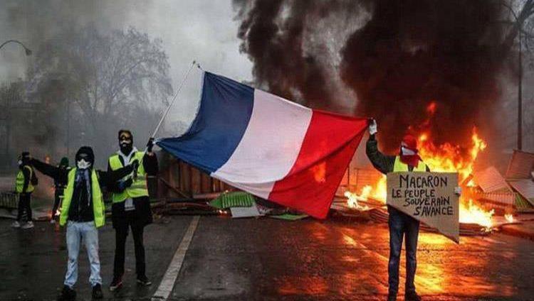 فرنسا تستعد لتعليق رفع أسعار الوقود