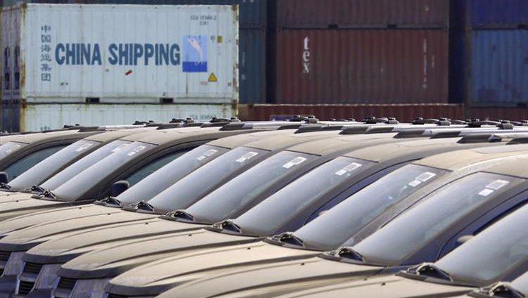 """الصين توافق على """"خفض وإلغاء"""" الرسوم الجمركية على وارداتها من السيارات الأميركية"""