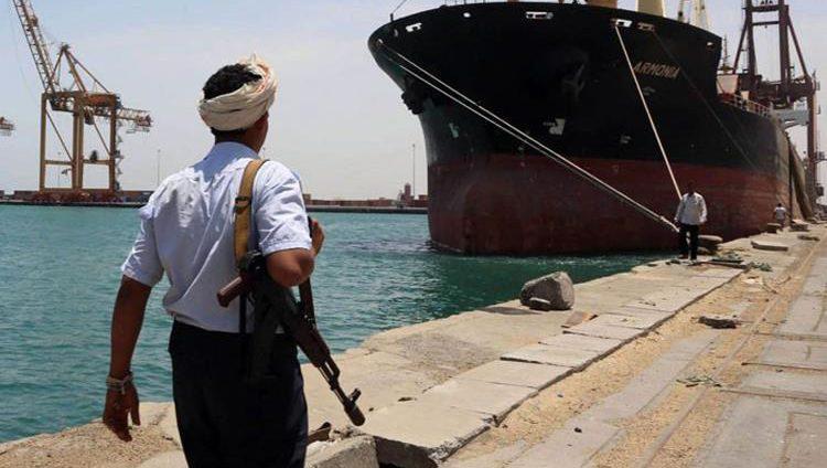 الحوثيون نهبوا 65 % من المساعدات الإنسانية الموجهة للشعب عبر ميناء الحديدة