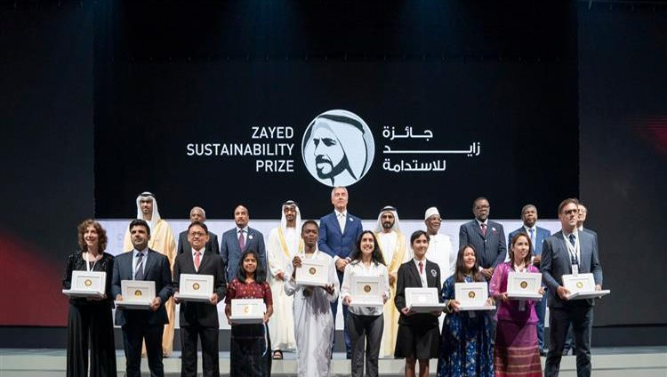 بحضور محمد بن راشد.. محمد بن زايد يكرم الفائزين بجائزة زايد للاستدامة