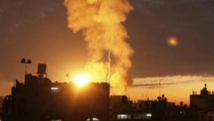 الاحتلال الإسرائيلي يشن غارات جوية على مواقع في غزة