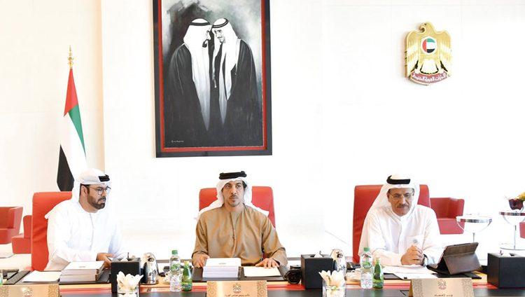 منصور بن زايد: الإمارات تطبق أعلى المعايير للحدِّ من ظاهرة التغير المناخي