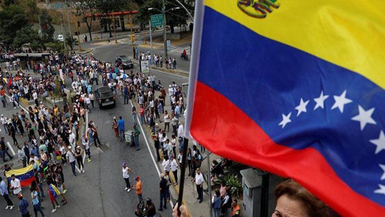 """فنزويلا في حالة """"تأهب"""" وتغلق حدودها مع كوراساو أمام المساعدات"""