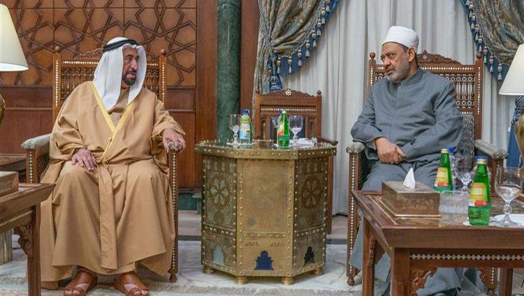 حاكم الشارقة يلتقي شيخ الأزهر في القاهرة
