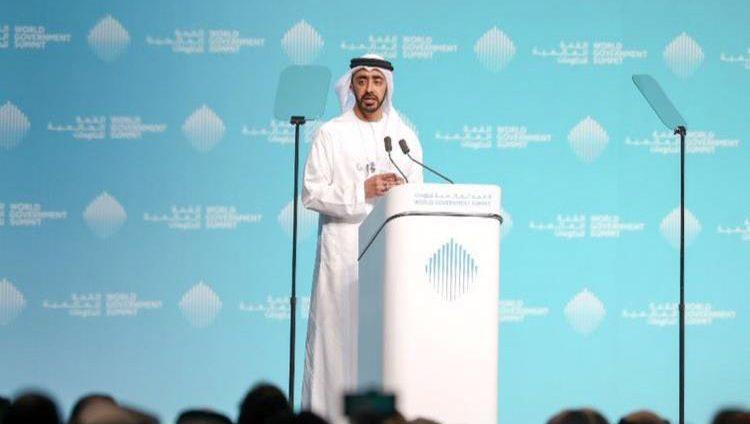 عبدالله بن زايد يلتقي عدداً من المسؤولين المشاركين في القمة العالمية للحكومات