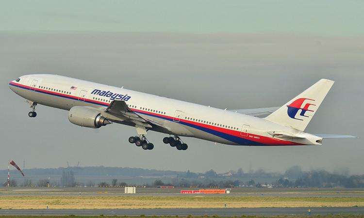 طيار سابق يفجر مفاجأة عن الطائرة الماليزية المنكوبة