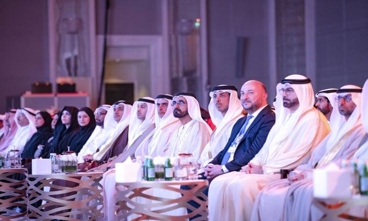 محمد بن راشد يوجه بتطوير أول قمـر صناعـي عـربي مشـترك بأيـدي علمـاء عـرب