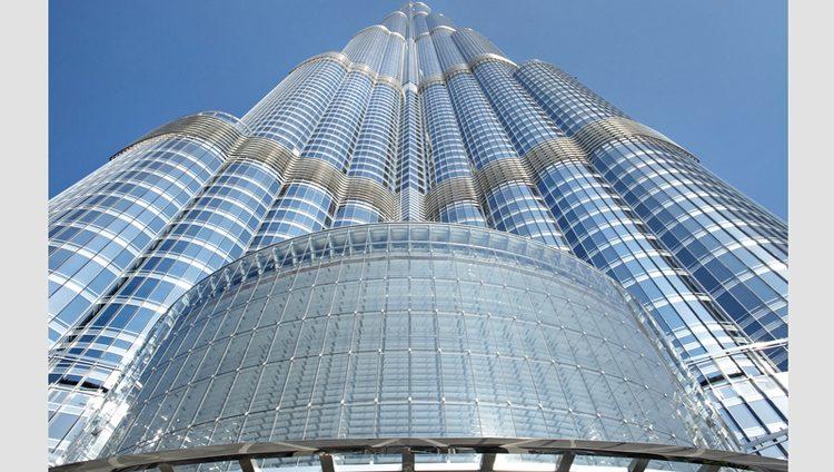 «برج خليفة» يضم أعلى مسجد في العالم