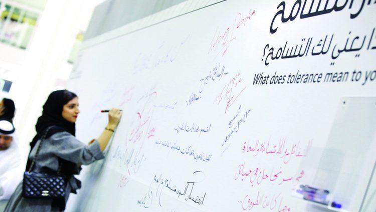 «الوصايا العشر» و«التسامح» يزيّنان منصة حكومة دبي في معرض الوظائف