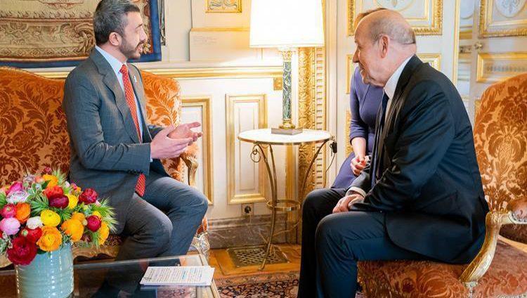 عبدالله بن زايد يبحث مستجدات المنطقة مع وزير خارجية فرنسا