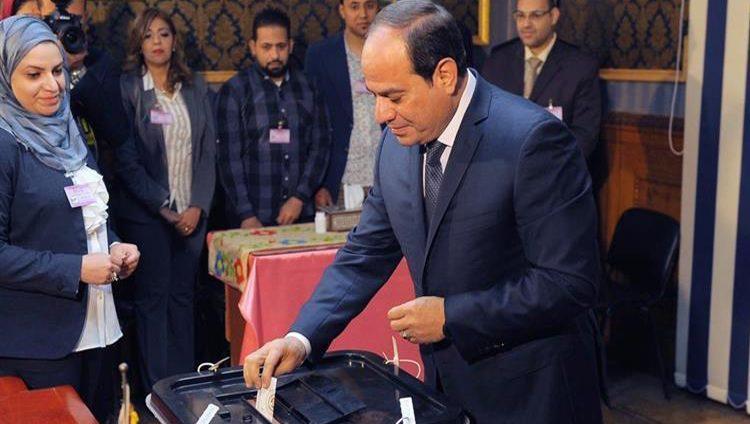 السيسي يدلي بصوته في الاستفتاء على التعديلات الدستورية