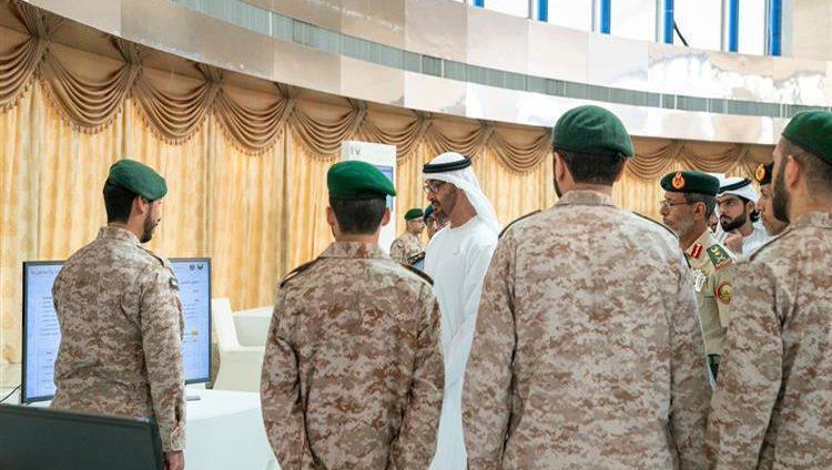 """محمد بن زايد يطلع على المشاريع المبتكرة في معرض """"المهارات الإلكترونية لمجندي الخدمة الوطنية"""""""
