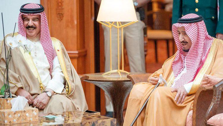 العاهل السعودي وملك البحرين يبحثان التعاون والتنسيق المشترك