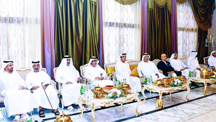منصور بن زايد يحضر مأدبة إفطار سلطان بن حمدان