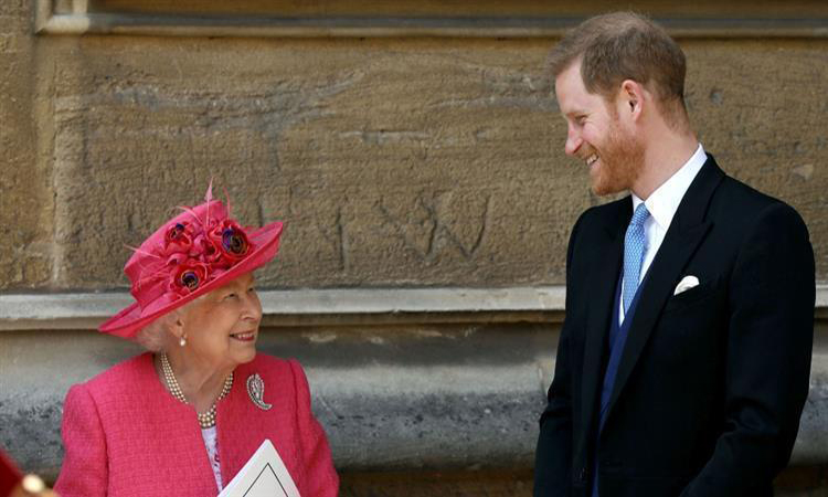 الملكة إليزابيث والأمير هاري يحضران حفل زفاف ملكي