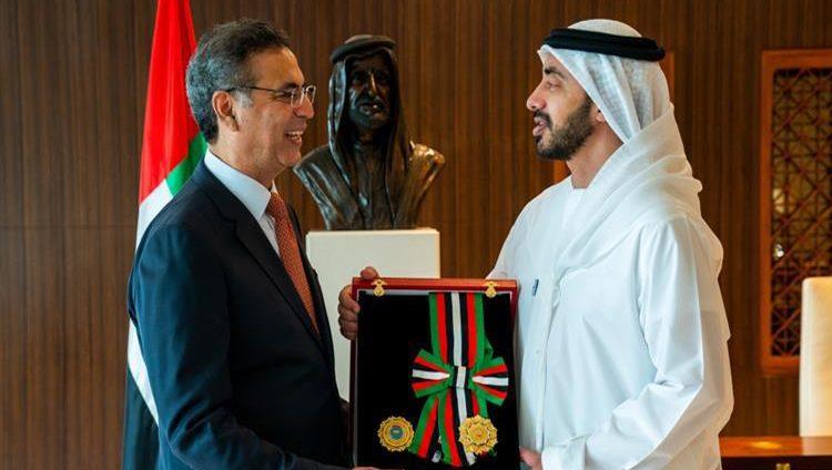 رئيس الدولة يمنح سفير باكستان وسام الاستقلال من الطبقة الأولى