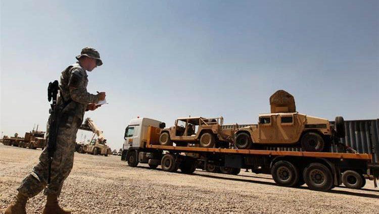 قاعدة أميركية تجلي موظفيها من العراق