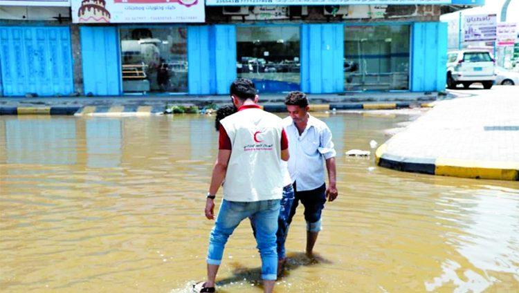 إشادة يمنية بإغاثة الإمارات لمتضرري سيول عدن ولحج