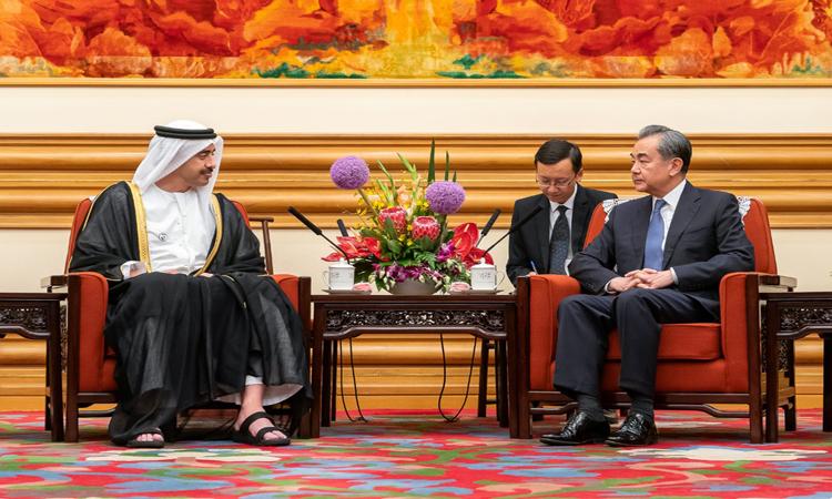عبدالله بن زايد يلتقي مستشار الدولة وزير الخارجية الصيني