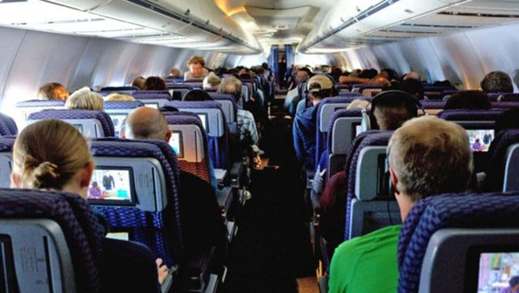 للمسافرين.. أكثر 8 أماكن خطورة في الطائرات والفنادق جراء الجراثيم