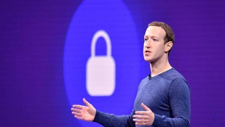 """""""فيسبوك"""" تصلح خللاً يتيح لغرباء التواصل مع أطفال"""