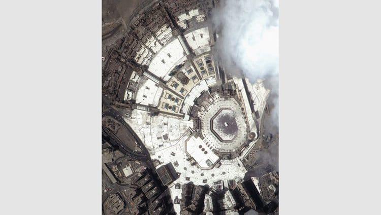 الحرم المكي.. بعدسة «خليفة سات» من الفضاء