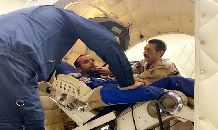 رائدا الفضاء الإماراتيان يختبران تجربة العودة للأرض