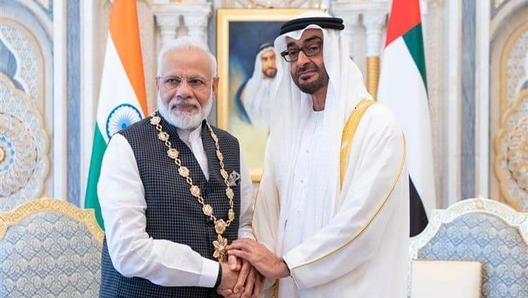 """محمد بن زايد يقلد رئيس وزراء الهند """"وسام زايد"""""""