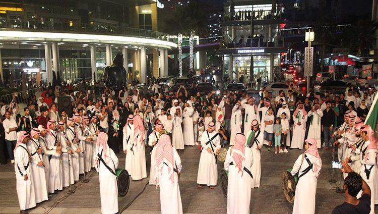 دبي تحتفي باليوم الوطني السعودي باستضافة فعاليات متنوعة وحفلات فنية وعروض الألعاب النارية