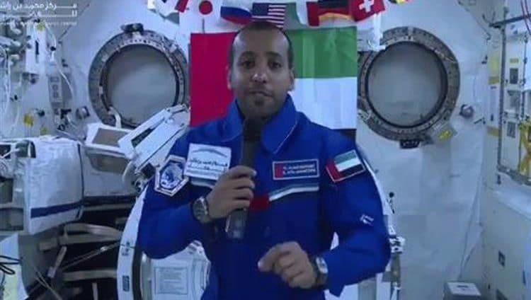 عودة رائد الفضاء هزاع المنصوري إلى الأرض