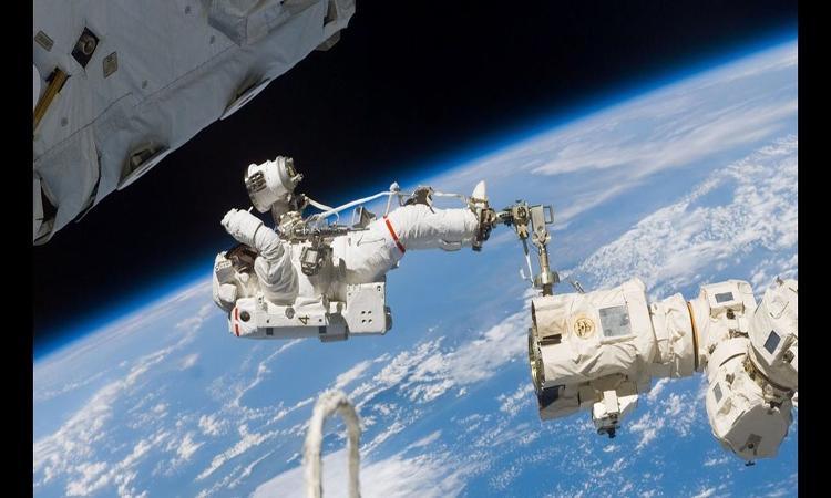 كل ما تود معرفته عن السير في الفضاء!