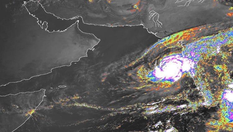 الأرصاد: تحول الحالة المدارية في بحر العرب إلى إعصار من الدرجة الأولى