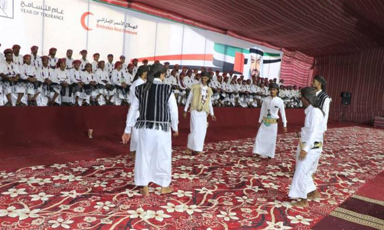"""بتوجيهات محمد بن زايد.. """"الهلال"""" تواصل تنظيم الأعراس الجماعية لدعم استقرار الشباب اليمني"""
