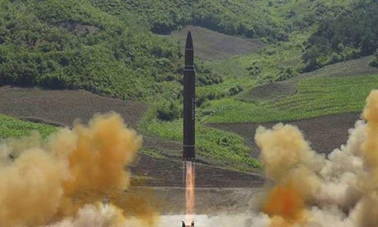 كوريا الشمالية تجري تجربة حاسمة في موقع لإطلاق الأقمار الصناعية