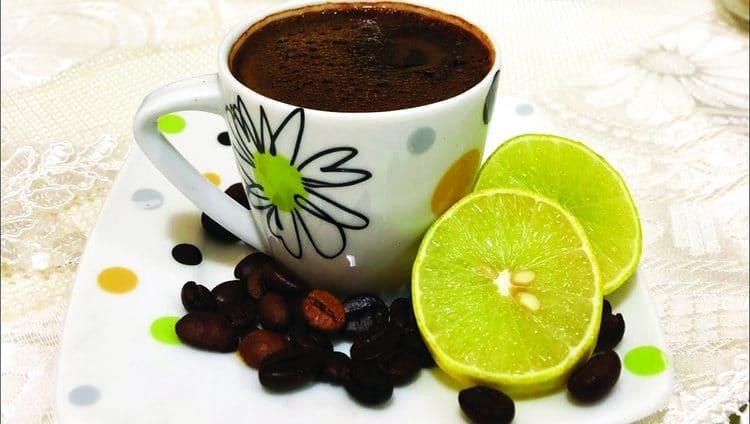 القهوة والليمون «يفتكان» بالصداع